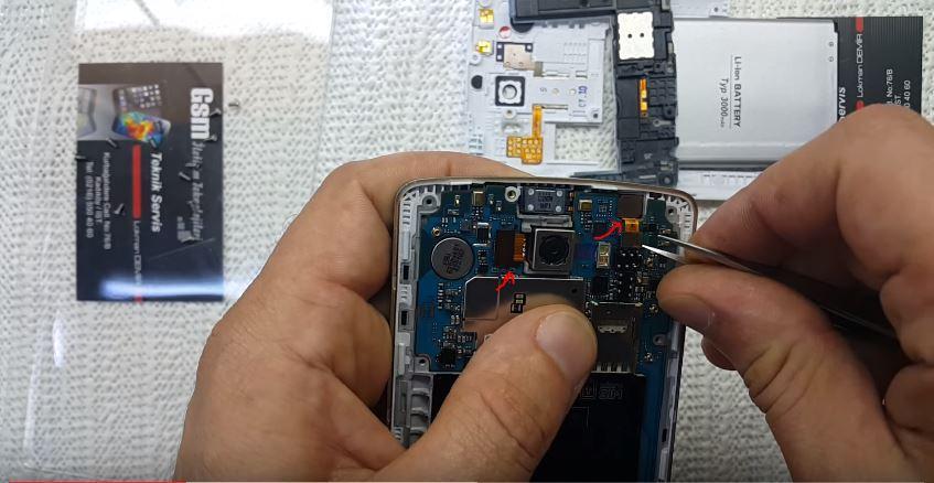 LG G3 İç Aksamı Sökülrken