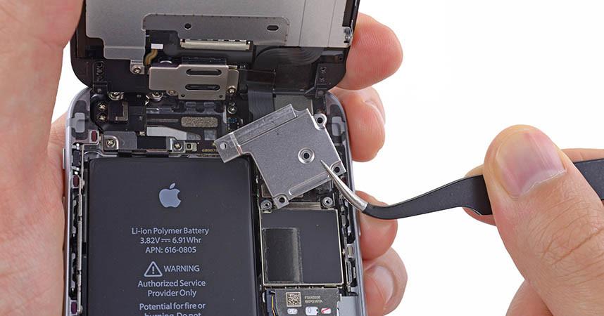iPhone 6 Ekran Bağlantı Metalinin Sökülmesi