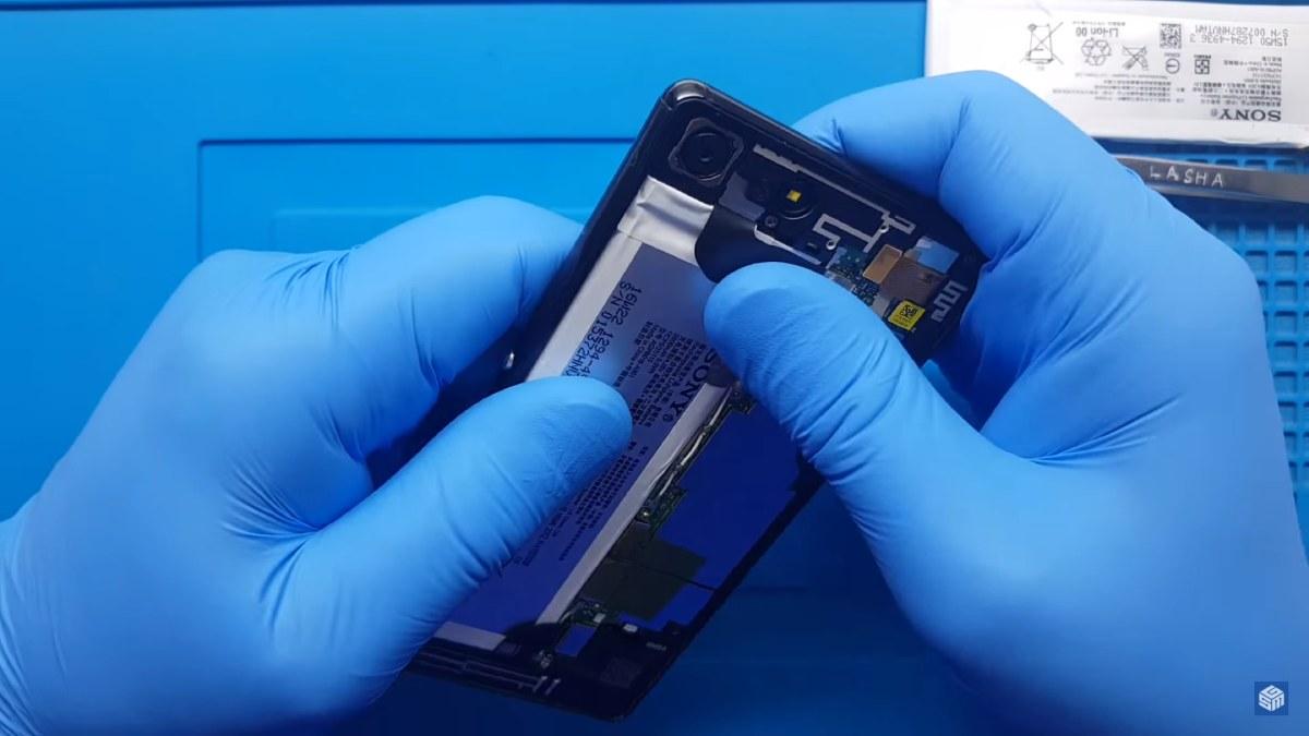 Sony Xperia batarya değişimi nasıl yapılır