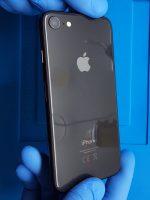 iPhone 8 arka camı kırıldı çatladı
