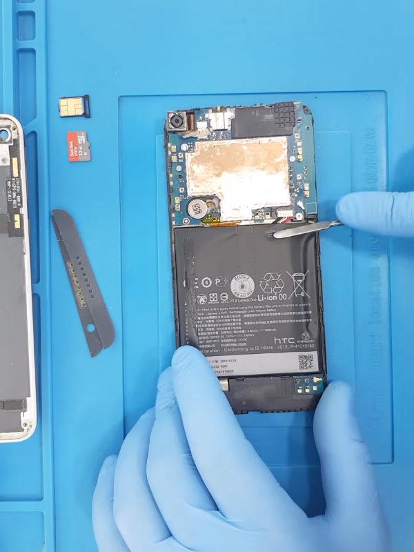 HTC Desire 820 batarya (pil) değişimi