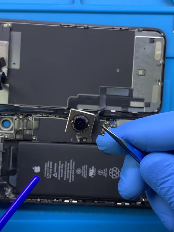 iPhone XR arka kamera değişimi nasıl yapılır